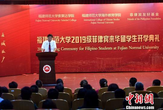 图为福建师范大学党委书记李宝银致辞。吕明 摄